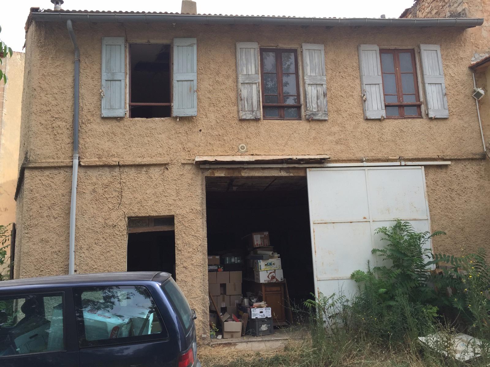 Vente a apt jolie maison r nover avec garage et espace for Renover son garage