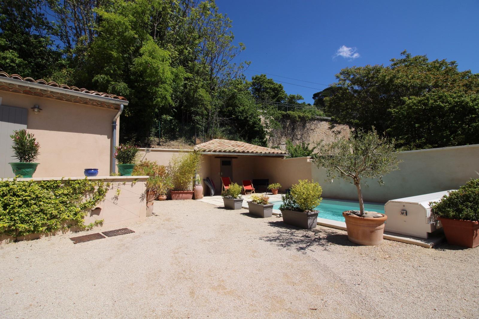 Apt En Luberon, Belle Maison Neuve Avec Garantie Décennale Avec Piscine à  Proximité Du Centre Ville