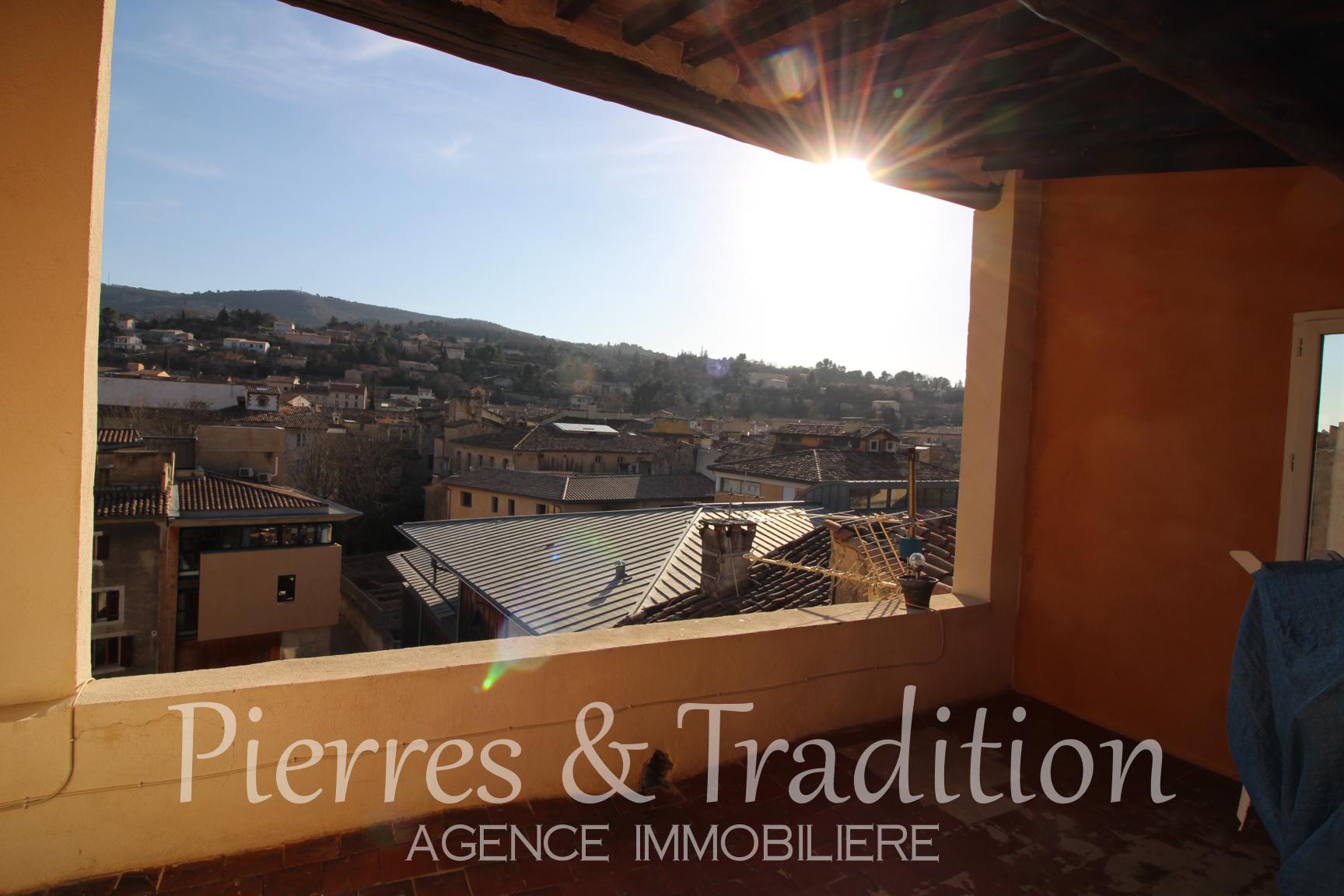 Pierres Et Tradition Apt apt en luberon appartement 40 m² + grand gernier aménageable de 89m2 et  terrasse avec vue panoramique.